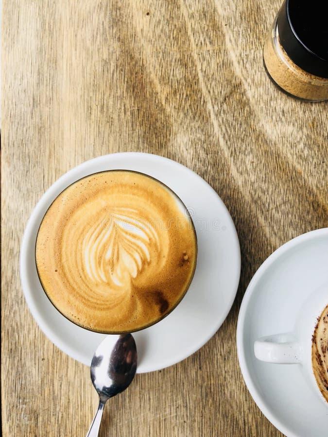Cappuccino pendant le matin photographie stock