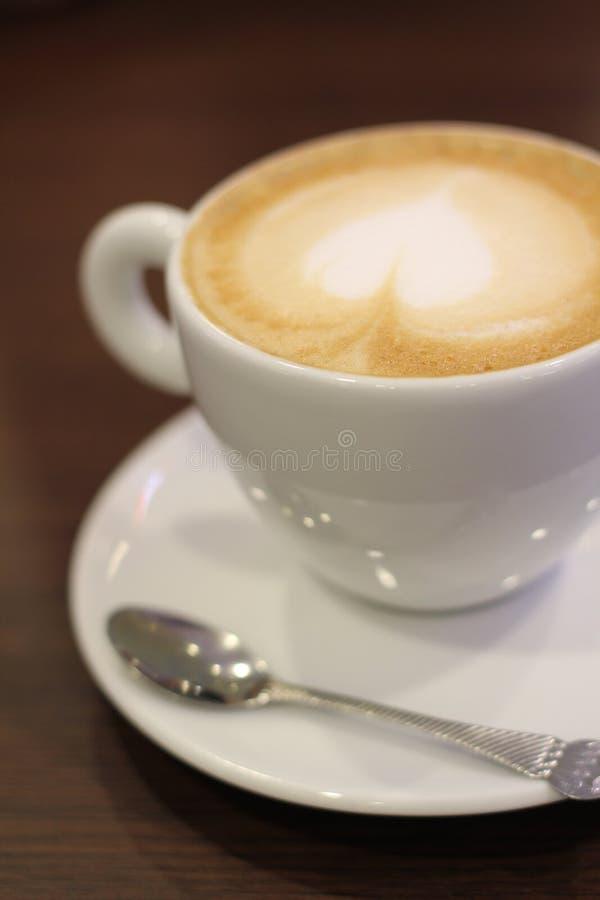 Download Café Com Forma Do Leite E Do Coração Foto de Stock - Imagem de bebidas, espuma: 29847872
