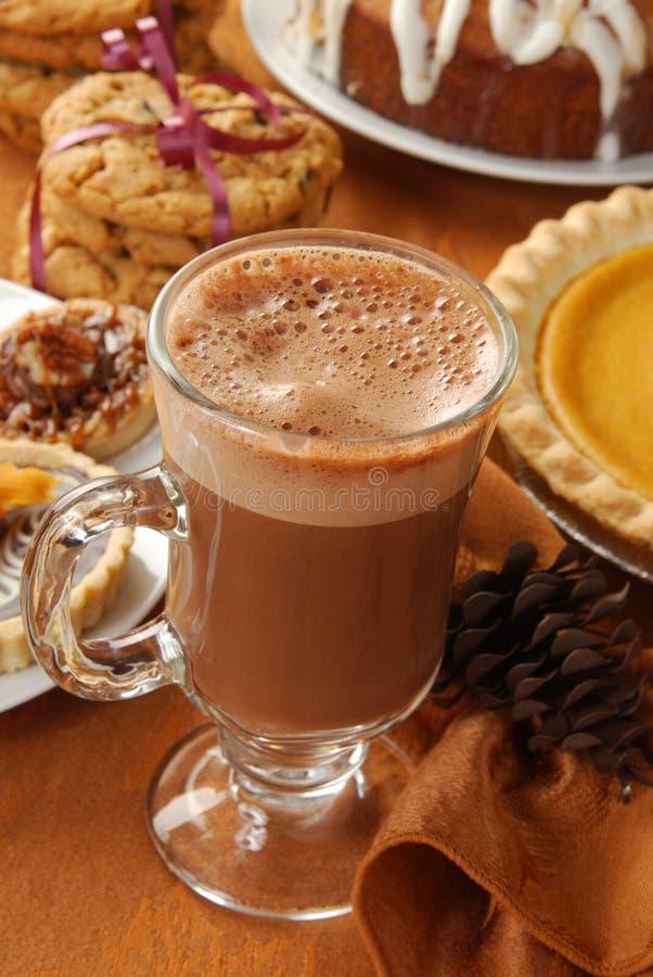 Cappuccino's of hete chocolade stock afbeelding