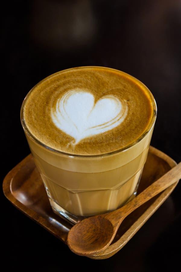 Cappuccino's of latte koffie stock afbeeldingen