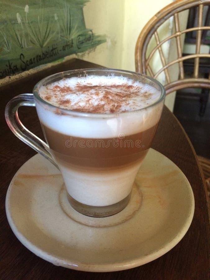 Cappuccino servi différemment photos libres de droits