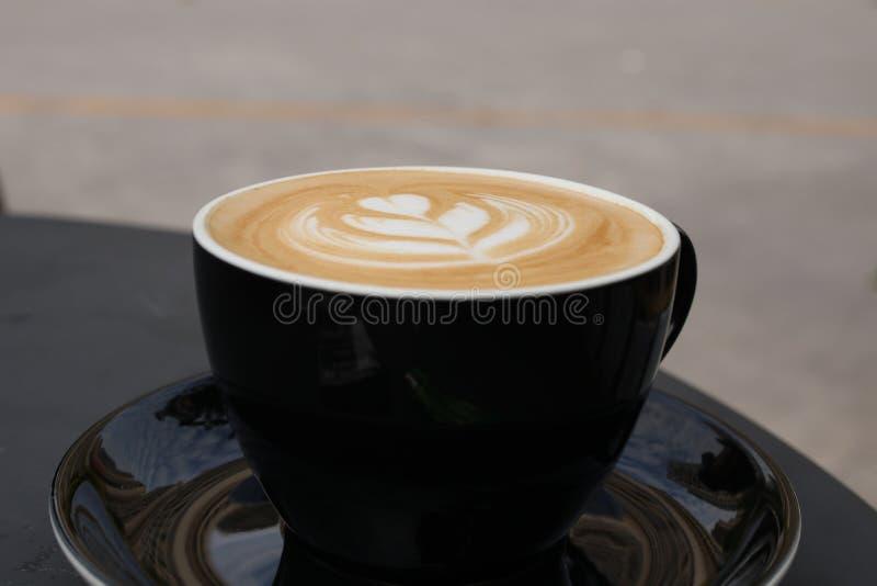 Download Cappuccino zakończenie obraz stock. Obraz złożonej z bambus - 106904313