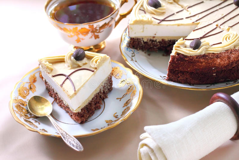 Cappuccinokuchen mit Schokoladenkeks stockfotografie