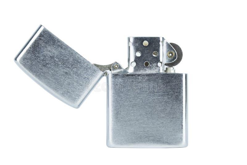 Cappuccio aperto dell'accendino d'argento d'acciaio isolato con clippingpath su briciolo fotografia stock libera da diritti