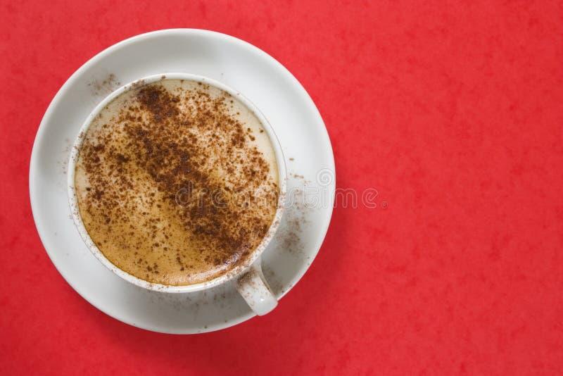 Download Cappuchno auf Rot stockbild. Bild von zucker, kaffee, schleifen - 36183