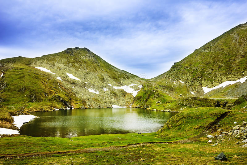 Capra湖和Fagaras山在罗马尼亚 免版税图库摄影