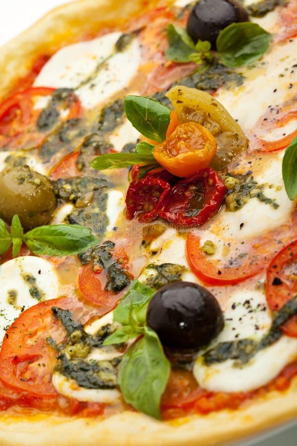 Caprese pizza royaltyfria bilder