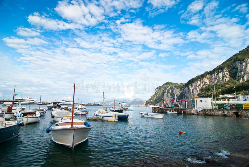 Capri, bateaux image stock