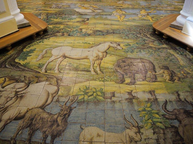 Capri, Nápoles, Itália O mosaico do assoalho do majolica da igreja de St Michael o arcanjo foto de stock royalty free
