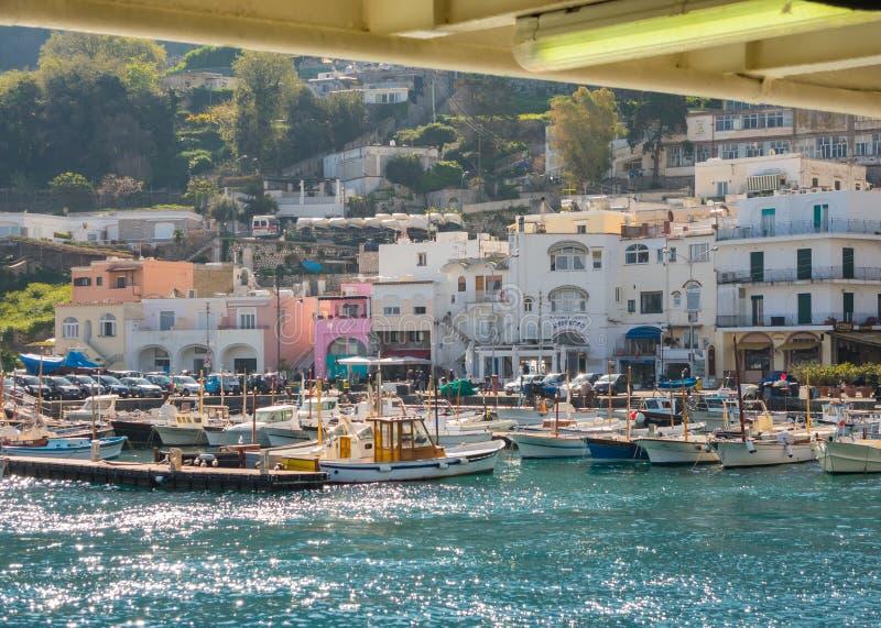 Capri, Nápoles, Itália O porto da vila Marina Grande fotografia de stock