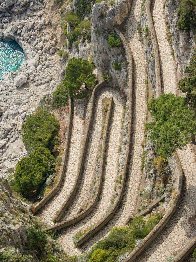 Capri, Włochy, Przez Krupp Ja jest historycznym brukującym footpath obraz royalty free