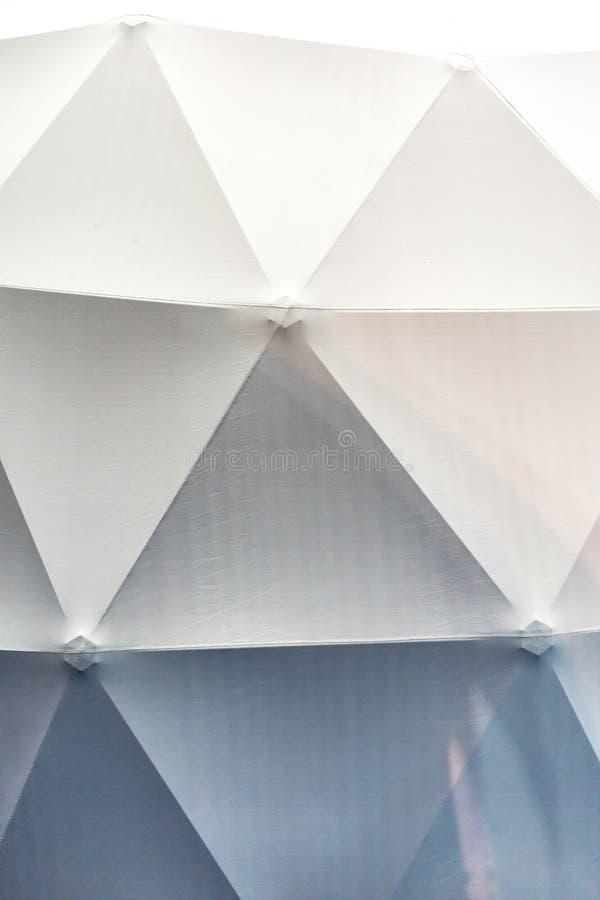 Capriata d'acciaio della struttura con la coperta di tela bianca fotografia stock libera da diritti