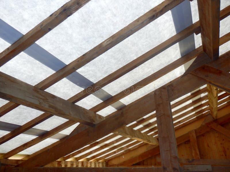 Capriate e membrana del tetto immagine stock