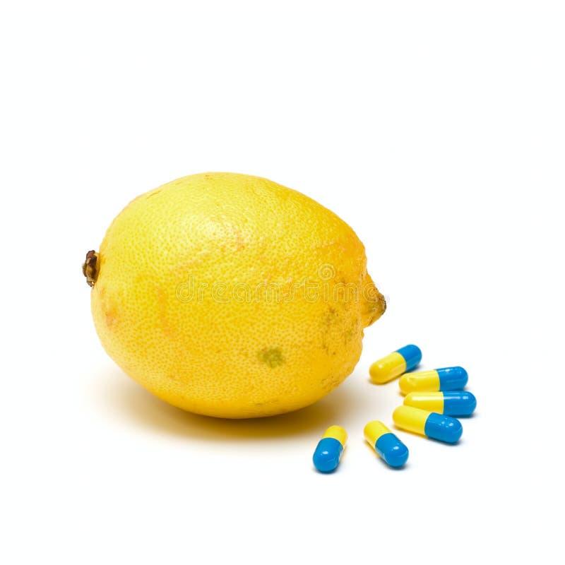 Capsula della medicina e del limone fotografia stock libera da diritti