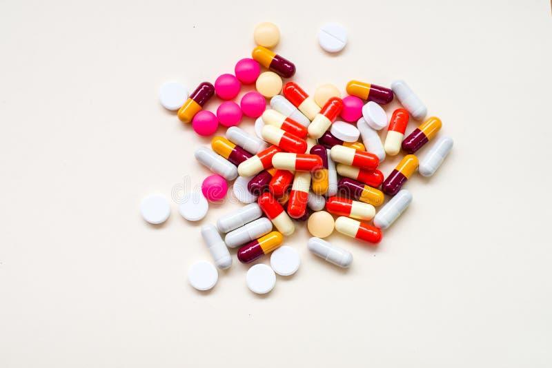 Capsule différente de pilules de Tablettes photos libres de droits