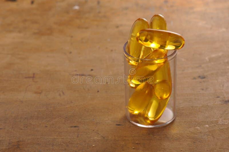 Capsules d'huile de poisson images libres de droits