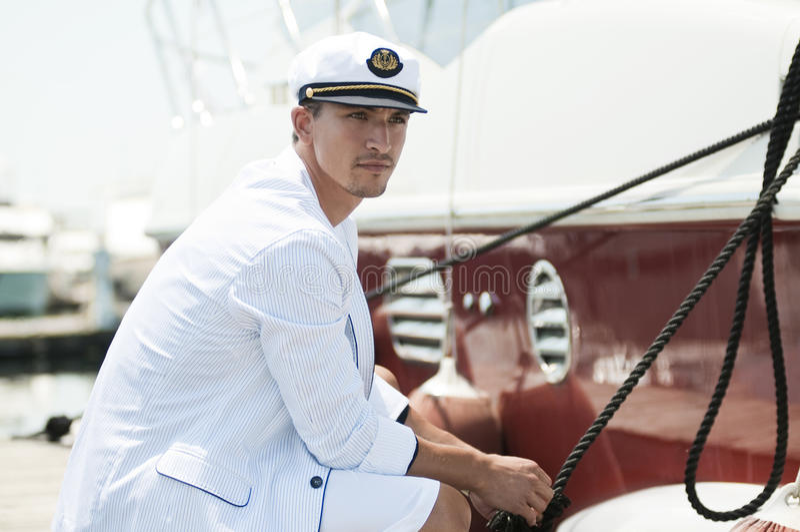 captain яхта веревочки удерживания стоковое изображение rf
