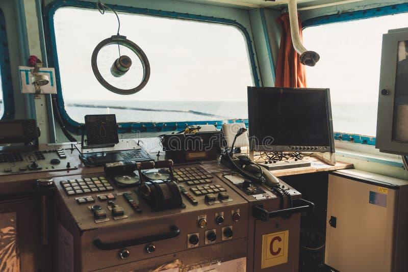 Captain \ 'opinião do interior, tiro da cabine de s do ponto de vista imagens de stock royalty free