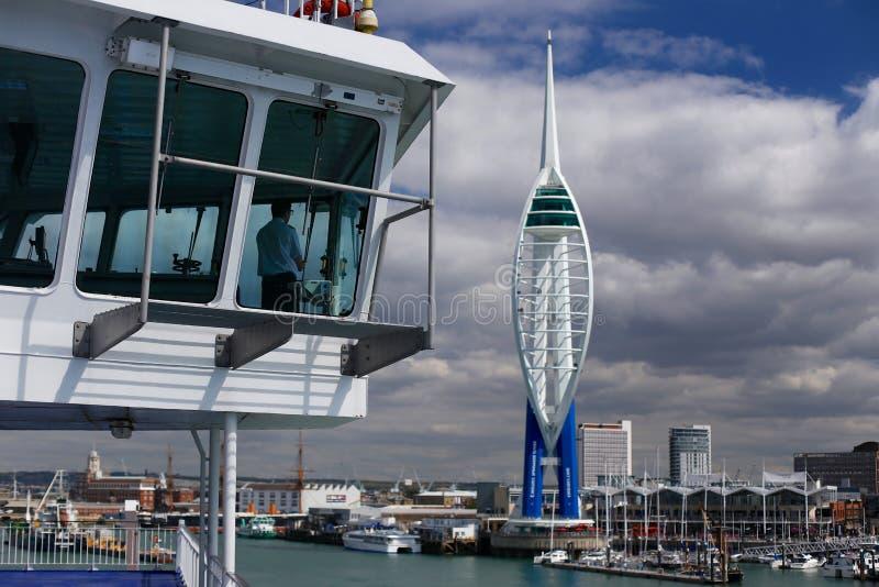 Captain a Sailing en Portsmouth imagenes de archivo