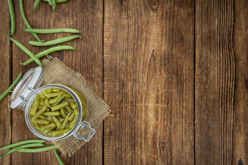 Captura de fecho do feijão verde enlatado; foco seletivo fotografia de stock royalty free