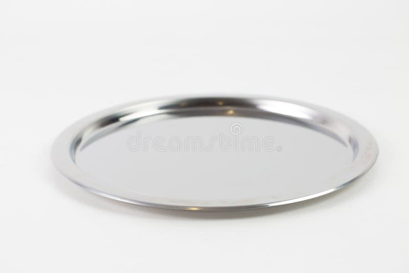 Captura de pantalla de una bandeja de metal plateado aislada en un fondo blanco imagen de archivo