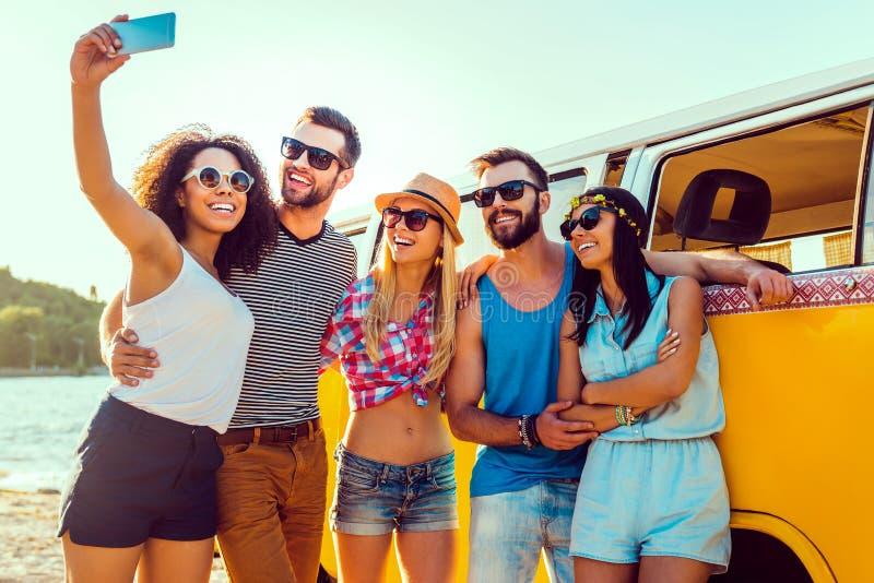 Capturando o divertimento do verão imagens de stock