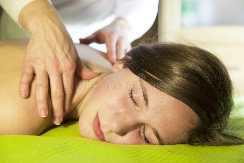 Capturas durante el masaje (frotamiento) fotografía de archivo