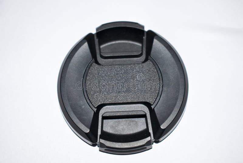 capuchon d'objectif d'isolement sur la couleur blanche 18-55mm 52mm de noir de fond photo stock