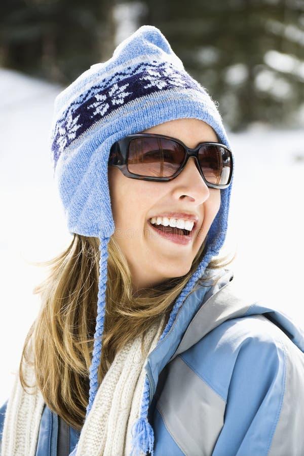 Capuchon de ski s'usant de femme. photos stock