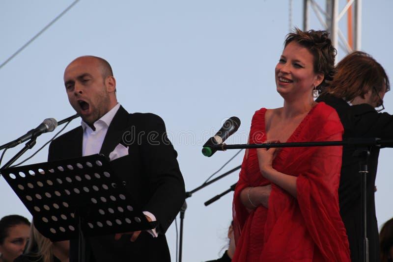 Caputo d'Aldo d'étoile d'opéra de duo d'opéra, tenor, et soprano italiens de schillaci de Daniela (La Scala, Italie), sur l'étape photographie stock libre de droits