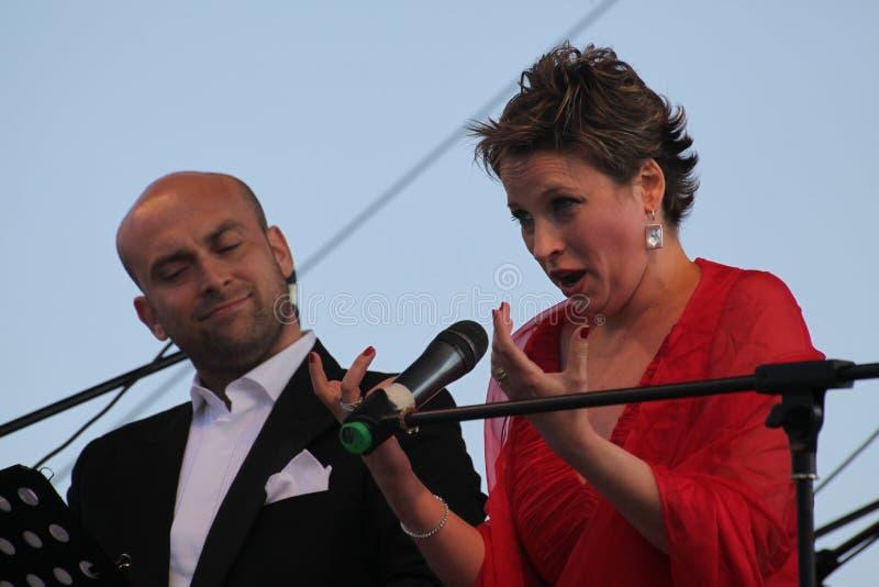 Caputo d'Aldo d'étoile d'opéra de duo d'opéra, tenor, et soprano italiens de schillaci de Daniela (La Scala, Italie), sur l'étape photos libres de droits