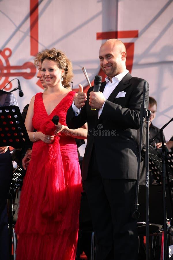 Caputo d'Aldo d'étoile d'opéra de duo d'opéra, tenor, et soprano italiens de schillaci de Daniela (La Scala, Italie), sur l'étape photos stock