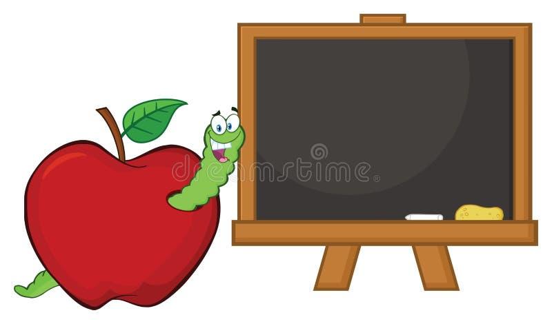 Carácter feliz de la mascota de la historieta del gusano en Apple rojo con un tablero de tiza de la escuela ilustración del vector