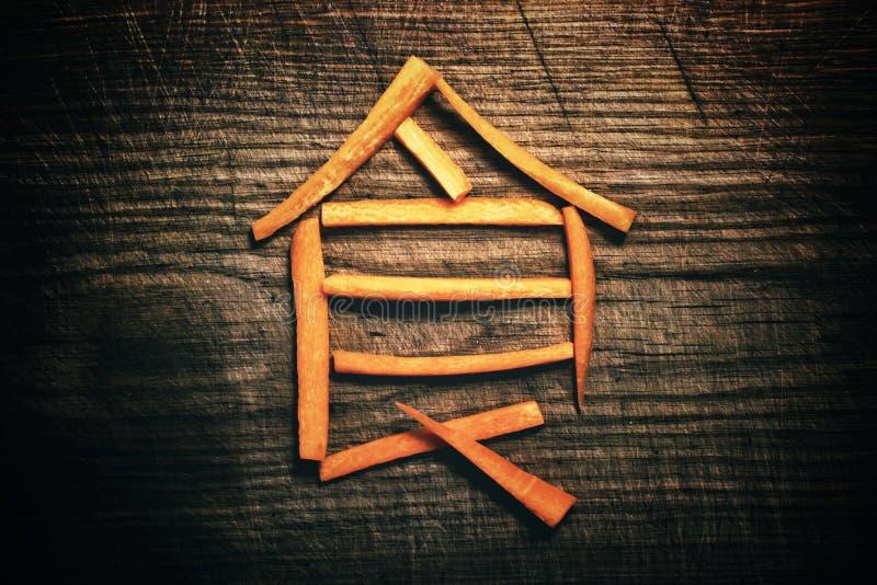 Carácter japonés con fondo de madera. Símbolo japonés de comida fotos de archivo