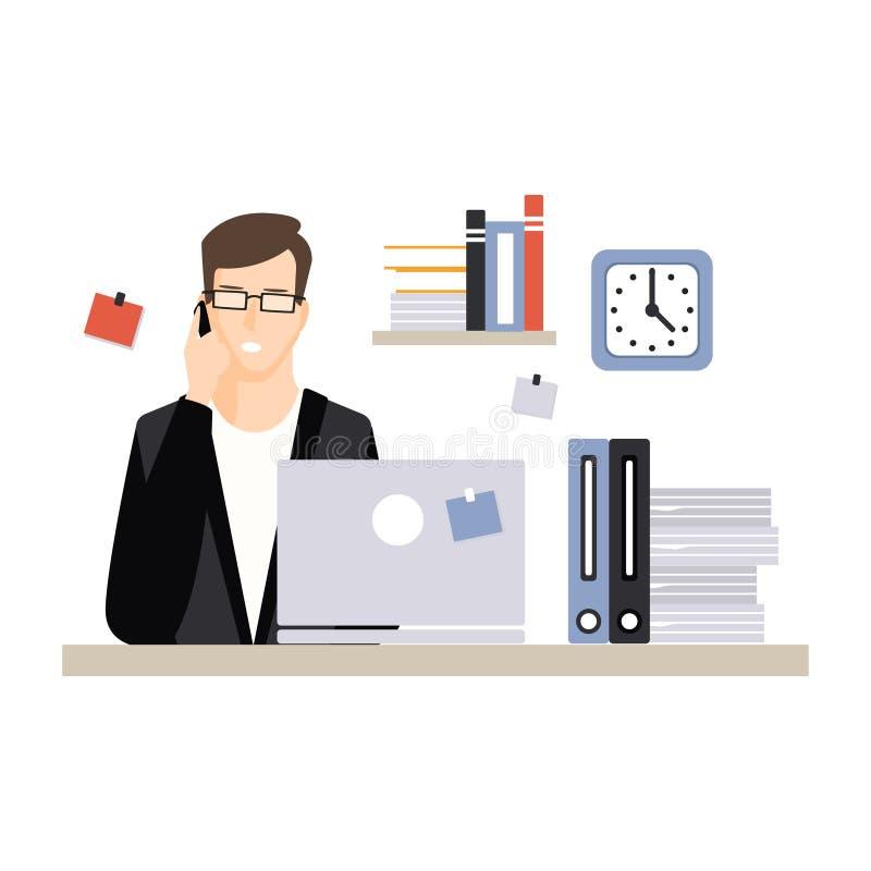 Carácter joven del hombre de negocios que se sienta en el escritorio del ordenador con el ordenador portátil y que habla por el t ilustración del vector