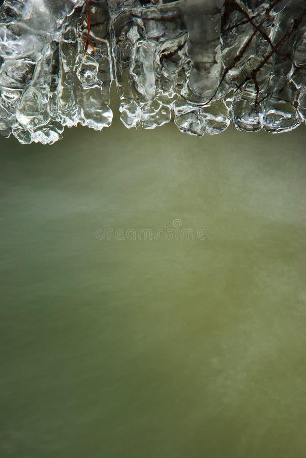 Carámbanos con la línea de agua imagen de archivo libre de regalías