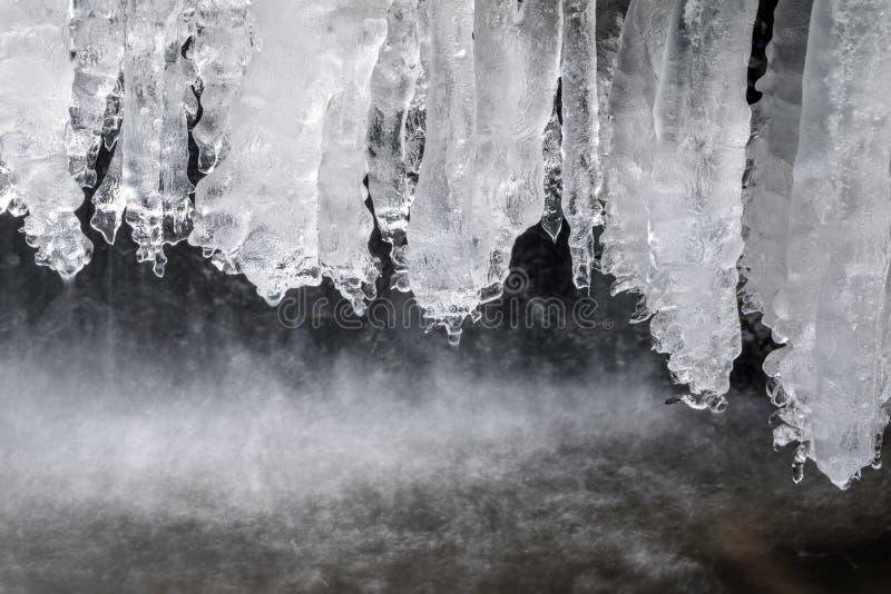 Carámbanos en cala del invierno foto de archivo