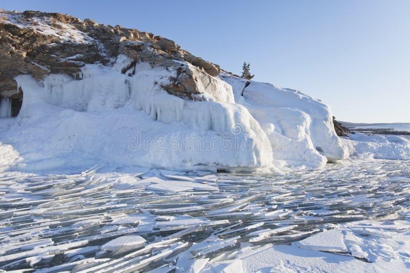 Carámbanos en la isla de Olkhon Lago Baikal Paisaje del invierno fotografía de archivo libre de regalías