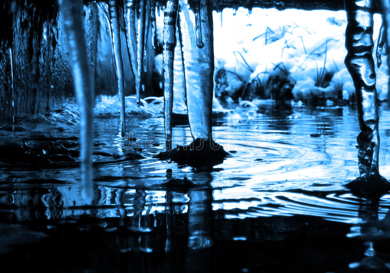 Carámbanos fríos mojados fotos de archivo libres de regalías