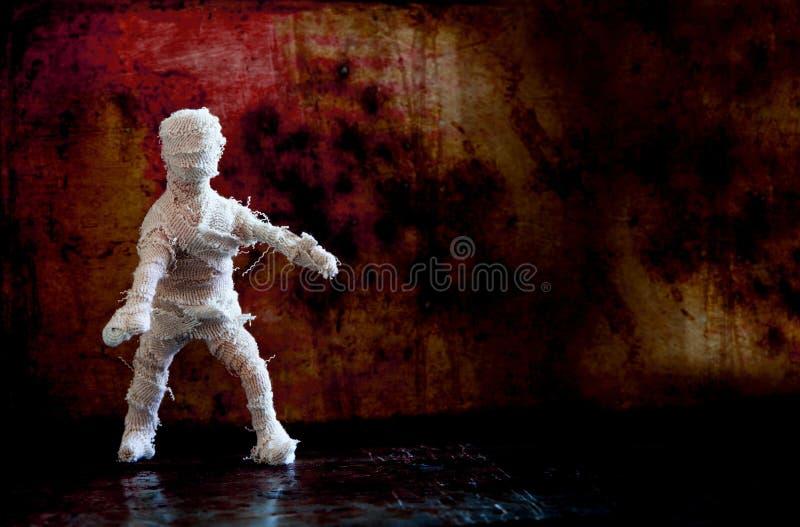 Caráter assustador da mamã do fundo dramático de Dia das Bruxas na parede do vintage Copie o espaço fotos de stock