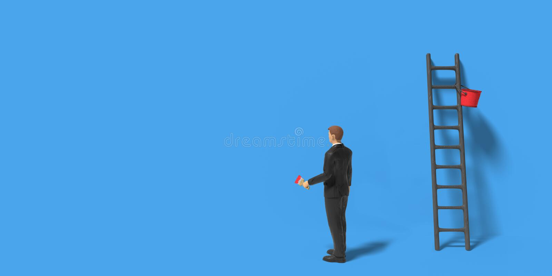 Caráter diminuto do homem de negócios da estatueta com escada e pintura vermelha na frente de uma parede isolada no fundo azul imagens de stock