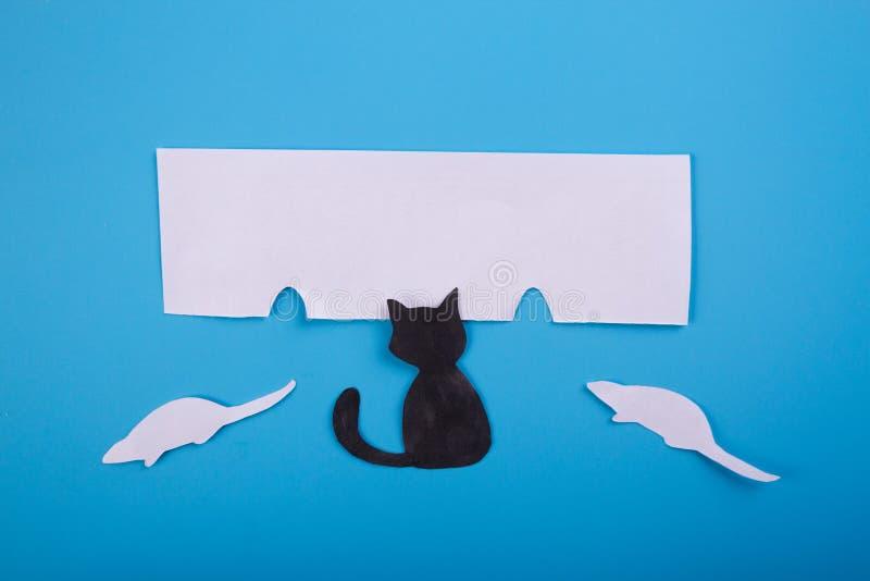 caráter do gato que sonha sobre o rato fotografia de stock royalty free