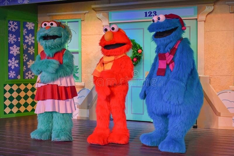 Caráteres do Sesame Street em jardins de Busch fotografia de stock royalty free