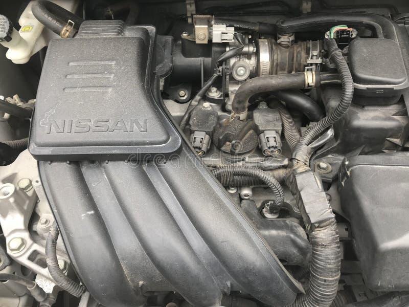 Car's del marzo di Nissan vecchi e motore sporco immagini stock libere da diritti