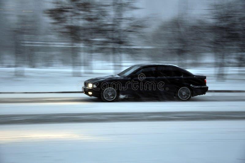 Автомобиль. Bmw on snow road speed роялти бесплатно стоковые фотографии