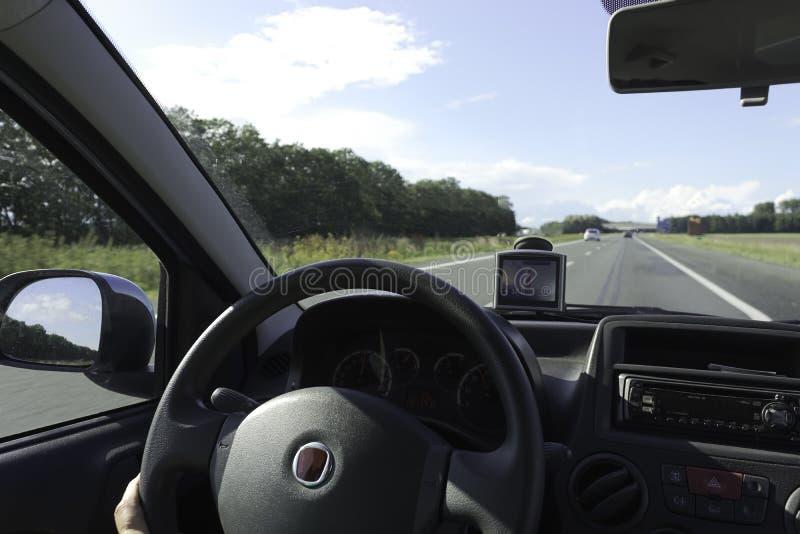 In-car Ansicht der Autobahn stockbilder