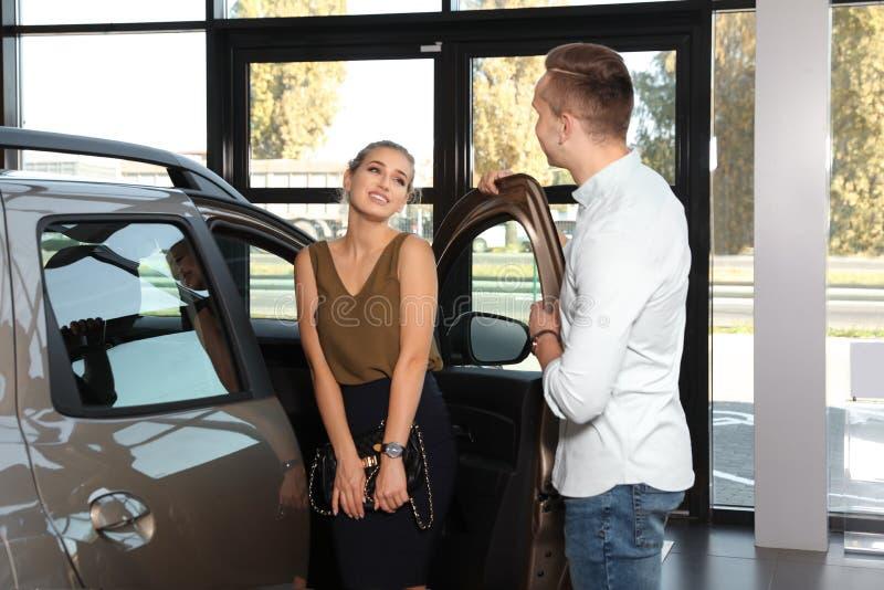 car choosing couple new young στοκ φωτογραφίες