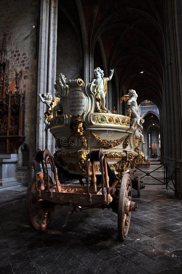 Download Car d'Or - gilded dray stock image. Image of mons, bergen - 17958811