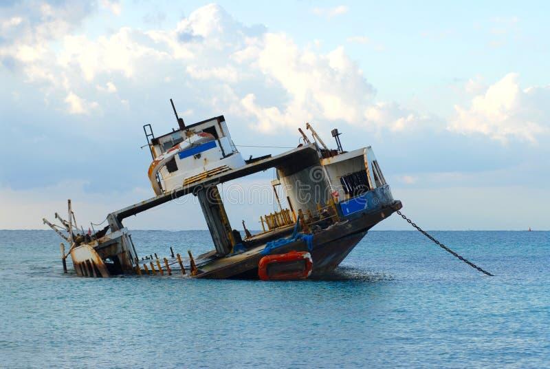 Car-ferry détruit photo libre de droits