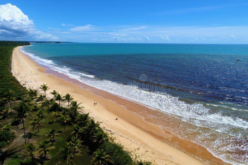 CaraÃva, Bahia, Brasile: Vista aerea di bella spiaggia con due colori di acqua immagine stock libera da diritti